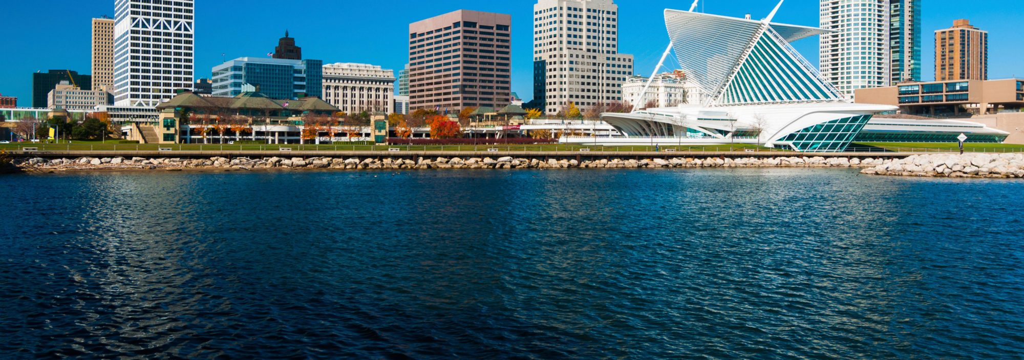 milwaukee-skyline-waterfront-view